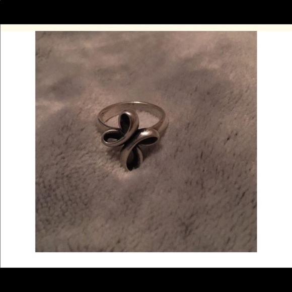 James Avery Jewelry - Silver crossed ribbon ring